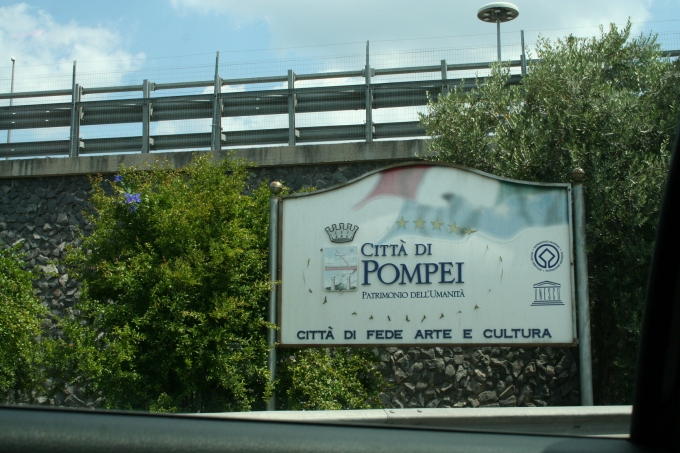 city-of-pompeii-sign