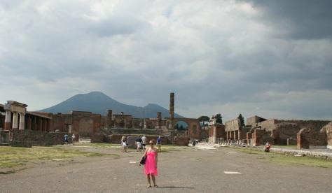 me-pompeii-ruins-mount-vesuvius