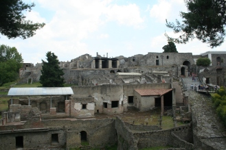 pompeii-buildings-ruins